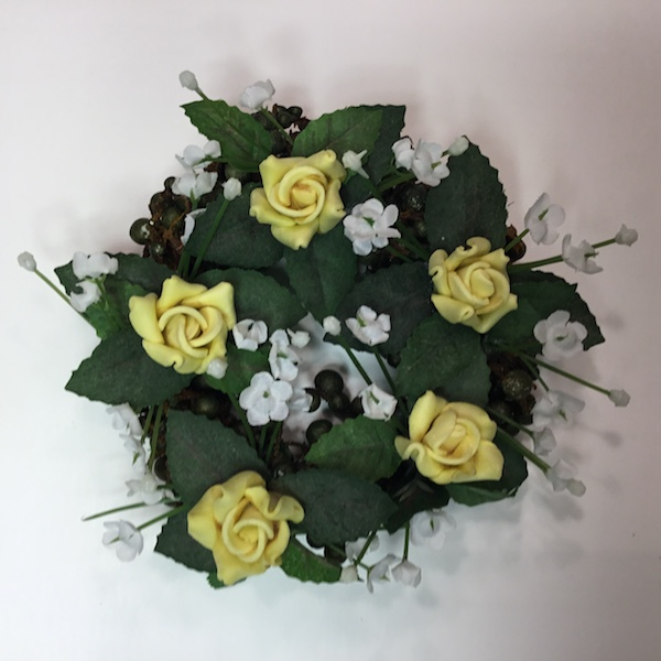Lyskranse med gule roser